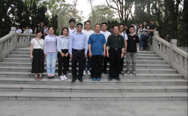质检公司团员参加清明节祭扫烈士墓活动